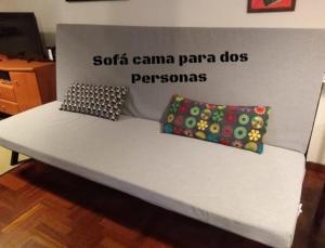 Een bed of bedden in een kamer bij apartamento spi con piscina