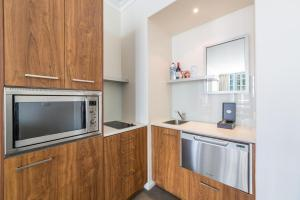 A kitchen or kitchenette at Ocean View Penthouse Suite - Surfers Paradise