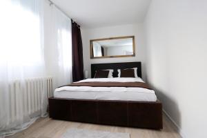 Een bed of bedden in een kamer bij Apartman City Lux