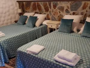 A bed or beds in a room at Villa Villas La Rosaleda