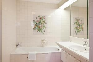 A bathroom at Villa Volendam 20 min from Amsterdam