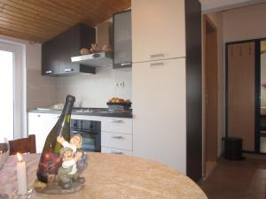A kitchen or kitchenette at APARTMANI KREŠIĆ 1 HVAR