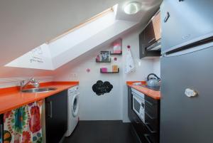 A kitchen or kitchenette at Atico Chic con Encanto
