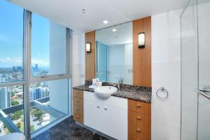 A bathroom at Deluxe Chevron Renaissance