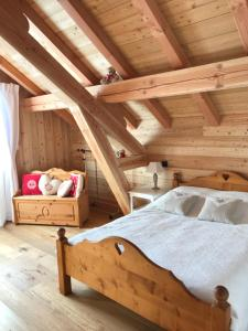 A bed or beds in a room at Le Chalet du Grand Cerf