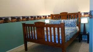 A bunk bed or bunk beds in a room at Large 6-Bedroom House with Wifi & Netflix Close to Singleton CBD Hunter Valley