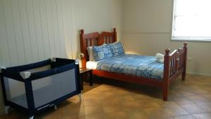 A bed or beds in a room at Large 6-Bedroom House with Wifi & Netflix Close to Singleton CBD Hunter Valley