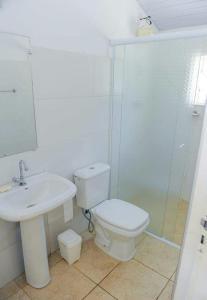 A bathroom at Chácara Recanto do Lago - Socorro SP