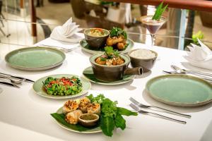 Opcions de dinar o sopar disponibles a The Edge Bali