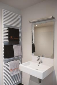 A bathroom at Villa Fluisterbos