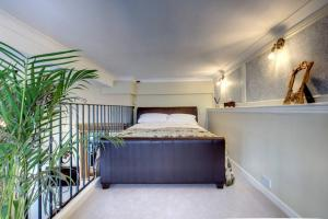 A bed or beds in a room at Carnegie Library: Bronte Apartment 1 bedroom