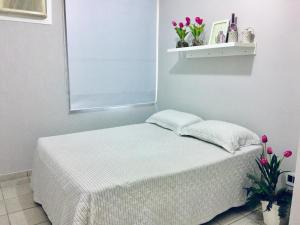A bed or beds in a room at Apartamento Miraluz Enseada