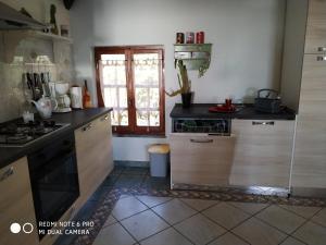 Cucina o angolo cottura di mansarda mare bella vista
