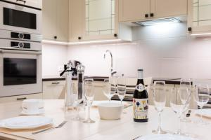 A kitchen or kitchenette at Sakala 7 LUX Apartment