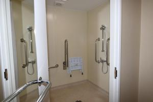 A bathroom at Daniel House
