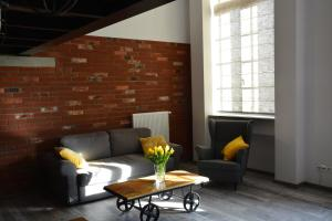 A seating area at LoftStyle Apartament