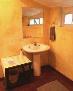 A bathroom at Glenesk Bungalow
