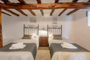 A bed or beds in a room at Villa Torre Bes