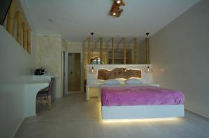 A bed or beds in a room at Sahas Suites