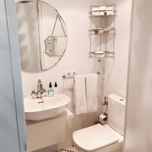 A bathroom at Chueca - Barbieri Corazón de Madrid