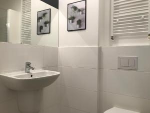 Um banheiro em REINVEST Apartments Bogusława X