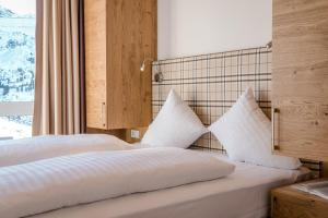 A bed or beds in a room at All Suite Residence Kühtai