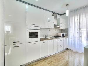 A kitchen or kitchenette at Bella Casa Cagni Verginello