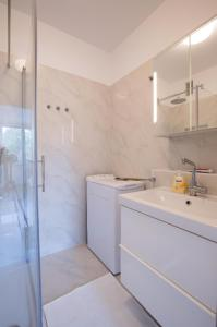 Ein Badezimmer in der Unterkunft Lovely apartment close to the city center
