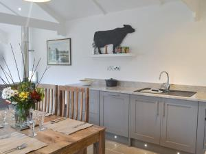 A kitchen or kitchenette at The Milking Parlour