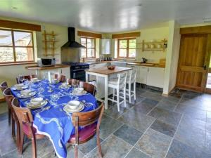 A restaurant or other place to eat at Llanfachreth Villa Sleeps 9 WiFi