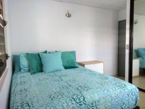 Gulta vai gultas numurā naktsmītnē Urban Terrace Apartment in San Juan