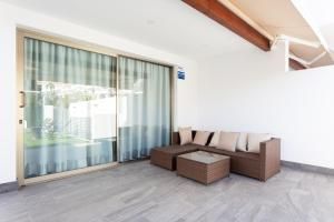 A seating area at Portofino Resort