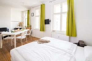 A bed or beds in a room at FridayBerlin cosy studio in Friedrichshain
