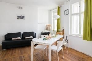 A seating area at FridayBerlin cosy studio in Friedrichshain