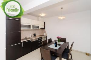 A kitchen or kitchenette at Apartments Carmelitta