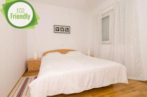 A bed or beds in a room at Apartments Carmelitta