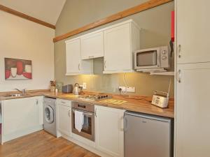 A kitchen or kitchenette at Timberway