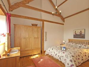 A bed or beds in a room at Timberway