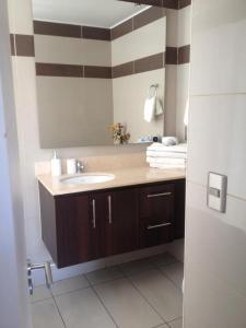 Un baño de M-Montt Providencia Apartamentos Amoblados