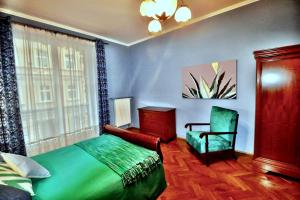 A bed or beds in a room at Fine Art Luxury Stay in the Old Town absolute center