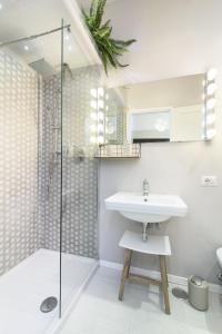 A bathroom at Few steps from the Vatican Trastevere - Orti D'alibert 4 Int. D