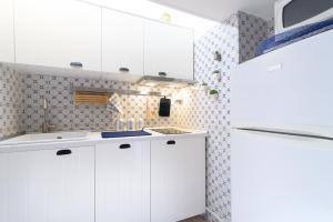 A kitchen or kitchenette at Few steps from the Vatican Trastevere - Orti D'alibert 4 Int. D