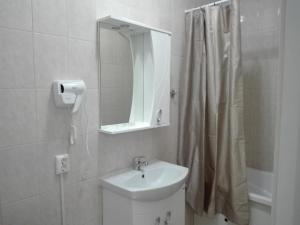 A bathroom at Bon Mary Apart Hotel