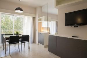 TV at/o entertainment center sa Lungotevere Suite