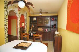 A kitchen or kitchenette at Kunsthof Eibenstock