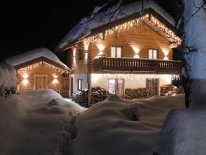 Exklusives Alpenchalet im Winter