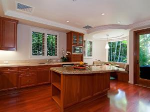 A kitchen or kitchenette at Paradise Beach Estate