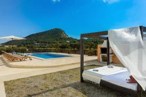 The swimming pool at or near Villa Los Naranjos