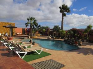 Het zwembad bij of vlak bij Villa Cora