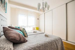 A bed or beds in a room at Rueda Lopez - Espléndido Apartamento de Lujo